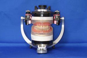 2-13噛み合わせの器械と総入れ歯